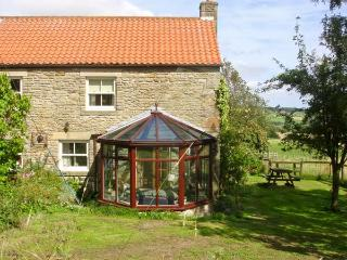 THE GRANARY, pet friendly, character holiday cottage, with a garden in Lanchester, Ref 892 - Piercebridge vacation rentals