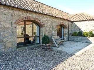 THISTLE CLOSE, pet friendly, character holiday cottage, with a garden in Staindrop Near Barnard Castle, Ref 894 - County Durham vacation rentals