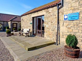 BUTTERWICK, pet friendly, character holiday cottage, with a garden in Staindrop Near Barnard Castle, Ref 896 - County Durham vacation rentals