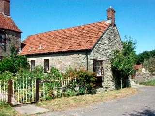 THE OLD BULL STALL, pet friendly, country holiday cottage, with a garden in Penselwood, Ref 1763 - Child Okeford vacation rentals