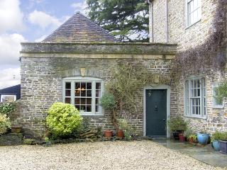 HILL HOUSE COTTAGE, pet friendly, character holiday cottage, with a garden in Templecombe, Ref 2773 - Mere vacation rentals