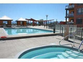 Hot Tub, Swimming Pool, BBQ Centre and Sun-tanning Deck - Elegant 1BR+DEN Resort Living @PlayaDelSol - Kelowna - rentals