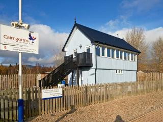 SIGNAL BOX, character holiday cottage, with a garden in Newtonmore, Ref 1304 - Loch Ness vacation rentals