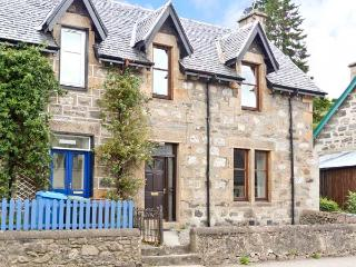 HILLSIDE EAST, character holiday cottage in Kingussie, Ref 1557 - Aviemore vacation rentals