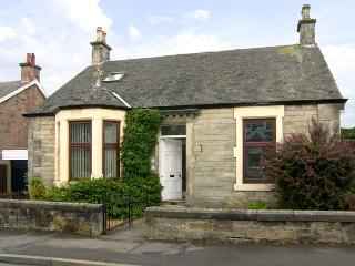 SALRUTH COTTAGE, country holiday cottage, with a garden in Alloa, Ref 2793 - Bannockburn vacation rentals