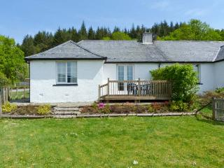 DROVER'S WAY, family friendly, country holiday cottage, with open fire in Kilmartin, Ref 2758 - Minard vacation rentals