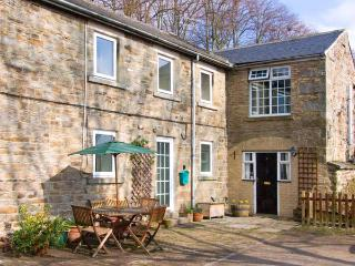 2 THE MEWS, pet-friendly, character holiday cottage, with an outdoor seating area in Middleton-In-Teesdale, Ref 909 - Middleton in Teesdale vacation rentals