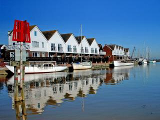 16 THE BOATHOUSE in Rye, Ref 3003 - Bexhill-on-Sea vacation rentals