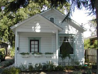 Front of Home - Charming Wine Country Cottage Steps From Downtown - Saint Helena - rentals