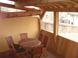 Oak roof terrace/ Loggia - eating alfresco - Carcassonne Cite Townhouse with roof terrace - Carcassonne - rentals