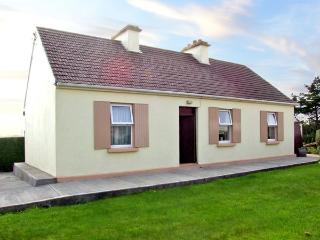 PADDY STAFFS COTTAGE, family friendly, with a garden in Spiddal, County Galway, Ref 3688 - Kilkieran vacation rentals