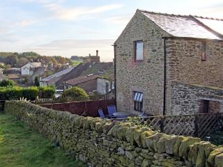 ROSE BARN, pet friendly, character holiday cottage, with a garden in Sparrowpit, Ref 3686 - Manchester vacation rentals