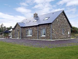 RIVER HOUSE, family friendly, luxury holiday cottage, with a garden in Sneem, County Kerry, Ref 3740 - County Kerry vacation rentals