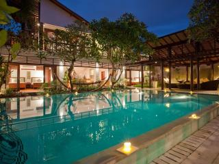Luxurious 6 BR Villa Casis, 200m to Sanur Beach - Nusa Lembongan vacation rentals