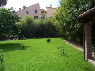 Apartment,garden,WIFI, Pietrasanta downtown,Tuscan - Minucciano vacation rentals