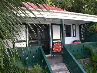 Windwardside Cottage: ocean view, spa, quiet, roma - Coral Bay vacation rentals