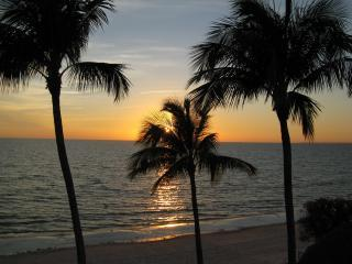 """andrewbestsunset2.JPG - """"The Shores""""smack on the beach,perfect ocean views - Fort Myers Beach - rentals"""