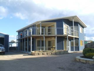 St Helens on the Bay ,Tas Australia  s/c apartment - Saint Helens vacation rentals