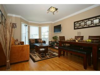 Contemporary sunny living room - Designer unit w/Parking & WiFi. Great location! - San Francisco - rentals