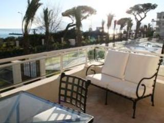 Royal Palm 137- Stunning 2 Bedroom Flat with Sea View, Cannes - Agay vacation rentals