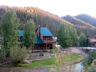 Free Night! Luxury Cabin- On River w/ Pool Table - Red River vacation rentals