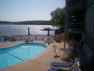 Lakefront poolside - Great views, Best Location 1BR condo, poolside. - Osage Beach - rentals