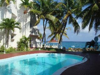 Beachfront Condo Cable WiFi Awesome Sea view $108 to $118 - Ocho Rios vacation rentals