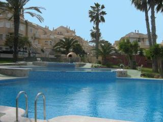 Lovely ground floor 2 bed apartment stunning pool - Alicante vacation rentals