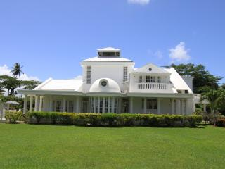 Villa de Lena: Sleeps 6 for only US$229/night - Bon Accord vacation rentals