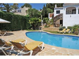Sunbathe on a lounger or take a dip in the pool - the choice is yours! - Villa Ines Isabel holiday villa Jávea, pool & air-con - Javea - rentals