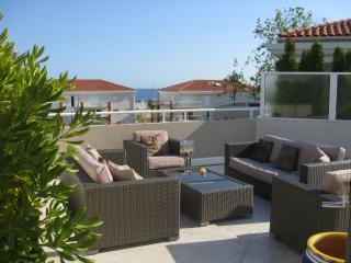The perfect spot for aperitifs - Perfect Base for Sun-Worshippers! 3 Bedroom Apartment with Large Terrace - Juan-les-Pins - rentals