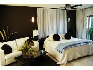 So Very CLEAN and so ROMANTIC CARIBBEAN HIDEAWAY - Playa del Carmen vacation rentals