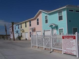 Four bedroom tropical retreat! Close to beach, pool, pet friendly - Corpus Christi vacation rentals
