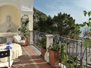 La Loggia - Sea front charming  apartment - Minori vacation rentals