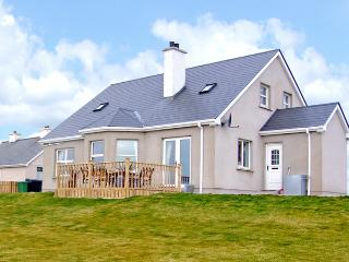 ANNE'S BEACH COTTAGE, family friendly, country holiday cottage, with a garden in Kincasslagh, County Donegal, Ref 3703 - Gaoth Dobhair (Gweedore) vacation rentals
