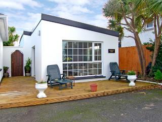 CARMEL'S LODGE, family friendly, with open fire in Kilmore Quay, County Wexford, Ref 3726 - Rosslare Harbour vacation rentals