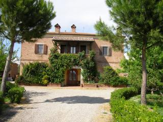 Charming Vacation Accommodations with Pool at Le Manzinaie - Siena vacation rentals