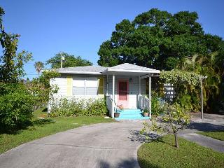 Gulfport Getaway a unique cottage near the beach. Dog Friendly! - Gulfport vacation rentals