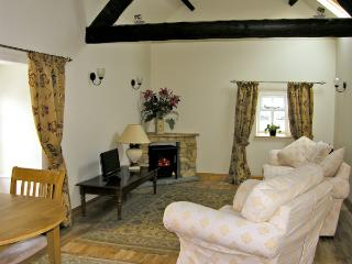 BARN COTTAGE, romantic, character holiday cottage, with a garden in Robin Hood'S Bay, Ref 3759 - Sleights vacation rentals