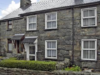 BODALAW, romantic, character holiday cottage, with open fire in Trawsfynydd, Ref 3750 - Llanelltyd vacation rentals
