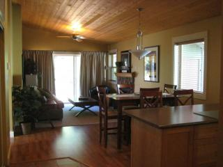 Living Area - MORNING-GLORY GUEST HOUSE - Parksville - rentals