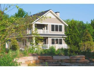 Daydreamer - Back decks - Daydreamer Cottage - Close to Beach,Downtown,pool - South Haven - rentals