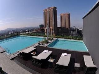 Roof top swimming pool with amazing view of KL City - Bukit Bintang Stylish Apartment - Kuala Lumpur - rentals