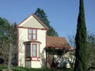 Front of Lytton Place - Lytton Place Farmhouse - Healdsburg - rentals