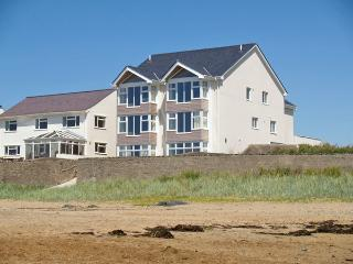 CRAIG Y DON, family friendly, luxury holiday cottage, with a garden in Rhosneigr, Ref 3775 - Rhosneigr vacation rentals