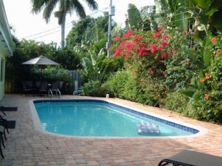 Heated Pool & Deck Looking West - $240/nt Summer Special; 4/3, Pool, Sleeps 8-10 - Fort Lauderdale - rentals