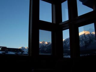 WALLS OF GLASS, free GPS tour, wifi & Park Pass!! - Banff vacation rentals