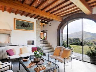Tuscany Farmhouse with Pool and Views, Great for Family or Friends - Casa Santa Mama - Pontassieve vacation rentals