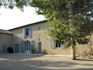 Vacation House Near St Remy de Provence - Mas Blanc - Villeneuve-les-Avignon vacation rentals