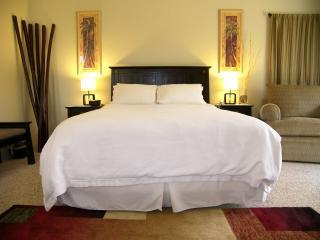 Queen size bed with high quality linens #22A - Charming Private Studio!  Affordable Wailea - Wailea - rentals